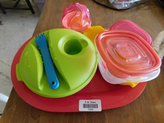 lot of plastic kitchen containers