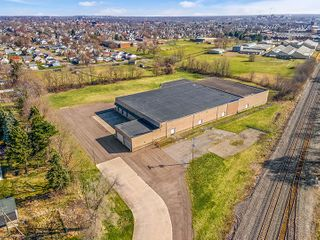 43,000 SF Warehouse On 9 Acres � Stark Co.�� Rare Opportunity
