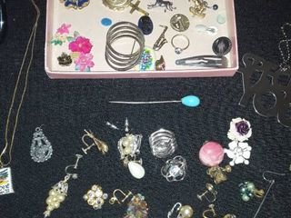 Jewelry lots  Pins  Broches   Earrings with NO Match
