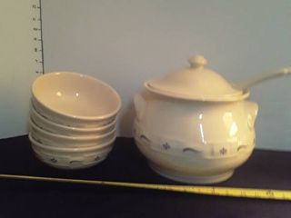 longaberger Pottery  Soup Tureen with 4 large Bowls