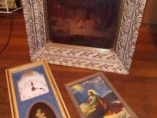 Back lit last Supper Hologram Illusion Print in Frame 14 5 x 12 5 x 4 5 in with Ingraham Clock 12 5 x 5 5 x 2 in and Framed Jesus Art 7 5 x 6 in