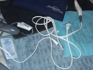 4 Heating Pads  1 is missing the power cord