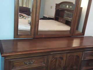 Thomasville Dresser with Mirror and 9 Drawers  82 x 72 x 18