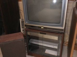 Wood and Glass Media Cabinet 20 x 21 x 16 in with 19 in Zenith TV and VCR with Remotes and 1 Realistic Speaker