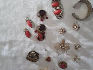 Jewelry lot  Vintage Jewelry Bracelets and Broches and Earrings