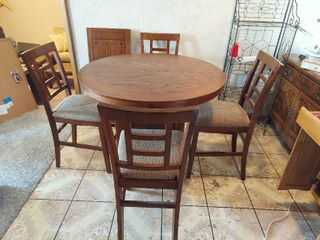Counter Height Pub Table with leaf and 4 Barstools