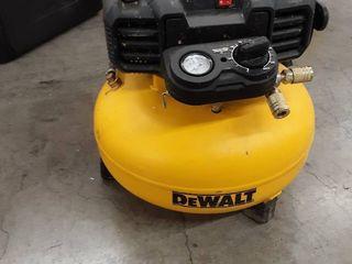 DWAlT 6 Gal  165 PSI Electric Pancake Air Compressor   RETAIlS 149