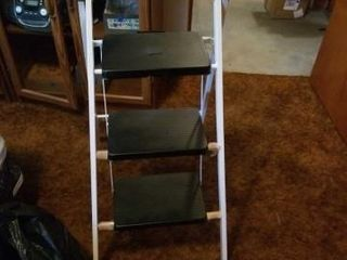 lIKE NEW STEP STOOl