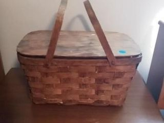WICKER BASKET WITH A MEDIUM SIZE BAG OF POlYESTER