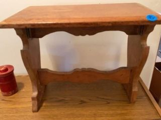 lITTlE STOOl OR TABlE