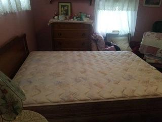 NICE FUll SIZE BEDROOM SET   BED   MATTRESS AND