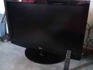 42 INCH lG TV WITH REMOTE