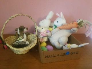 BOX OF EASTER ITEMS