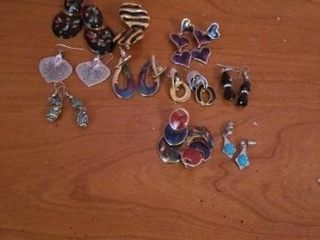 VARIETY OF PIERCED EARRINGS
