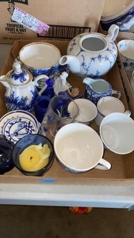 BOX OF HOllAND DISHWARE