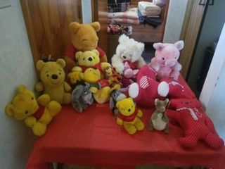 lOTS OF STUFFED ANIMAlS   POOH AND MISCEllANOUS