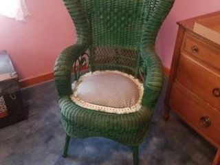 BEAUTIFUl VINTAGE GREEN WICKER CHAIR