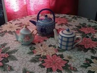 2 CERAMIC CREAMES AND ONE TEA POT