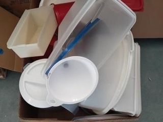 PlASTIC KITCHEN CONTAINERS A PlATIC PITCHER AND