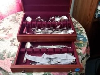 BOX OF MISC ANTI TARNISH SIlVERWARE