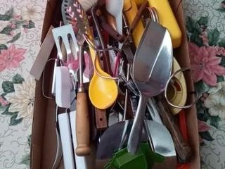 BOX OF MISC KITCHEN UTENSIlS