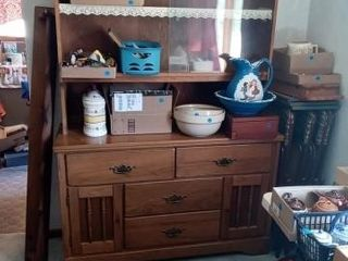 OlDER CHINA HUTCH ITEMS ON THE HUTVH NOT