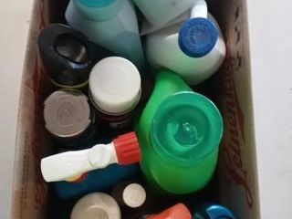 BOX OF ClEANING PRODUCTS