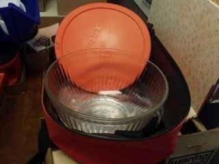 PYREX 10 CUP GlASS BOWl AND CARRYING CASE