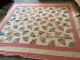 ANTIQUE FAN PATTERN QUIlT  7FT BY 7 FT