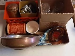 BOX OF MISC KITCHEN ITEMS