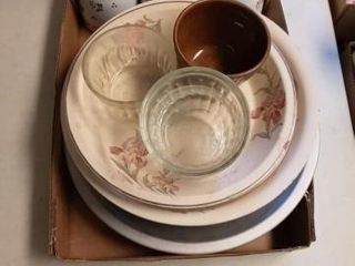 VARIOUS PIE PlATES AND BAKING CUPS