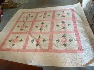HAND STITCHED FlOWERED PINK QUIlT  7FT BY 7FT