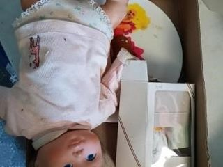 DOll  PlATE AND SMAll BOXED DOll OF THE MONTH NY