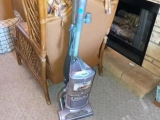 SHARK UPRIGHT VACUUM  SMAll VERSION