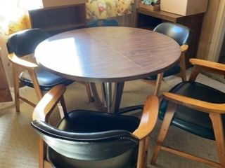 KITCHEN TABlE WITH 4 NICE PADDED CHAIRS