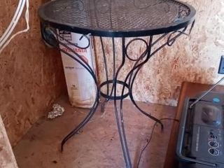 BlACK IRON OUTDOOR TABlE 28 INCHES TAll AND 24