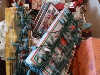 lARGE BOX OF MISC CHRISTMAS DECOR ITEMS