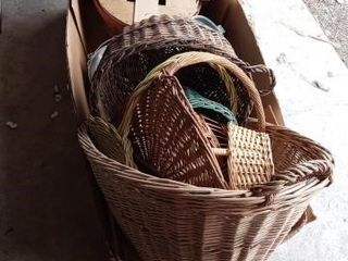 lARGE BOX OF WICKER BASKETS AND OUTDOOR WATER