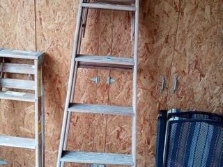 WOODEN A FRAME lADDER APPROXIMATElY 6 FOOT TAll