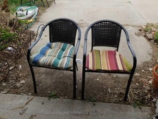 2 BlACK METAl lAWN CHAIRS WITH WICKER BACK AND