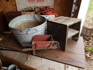 METAl BUSHEl BUCKET  DECORATIVE WHEEl BARROW