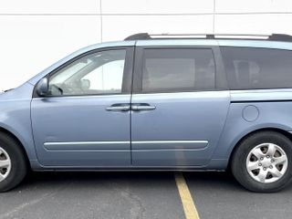 2008 Kia Sedona w/power wheel chair ramp and power chair