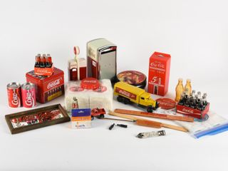lARGE lOT OF COCA COlA COllECTIBlES