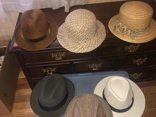 Tote full of men   womenIJs hats