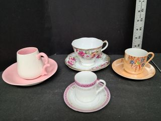 4 Tea Cups and Saucers / 2 Mini