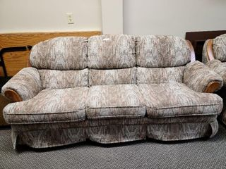 Palliser Couch With 6 cushions