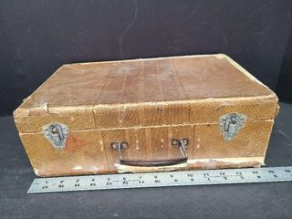 Antique Suitcase With Doll Clothes & Doll Pattern