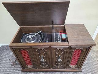 Vintage Smaller Stereo 8 Track, Record & Radio