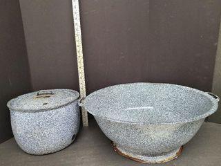 Large Enamelware Soup Pot & Bread Kneading Pan