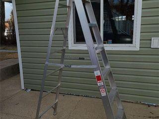 Bon L 7 Foot Medium Duty Tradesman Step Ladder